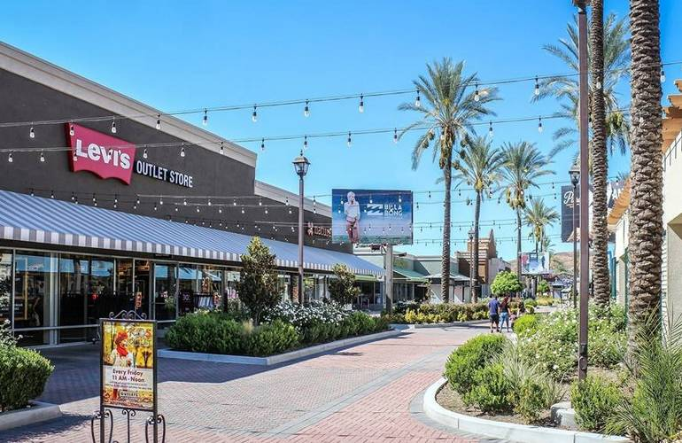 Lake Elsinore Outlets