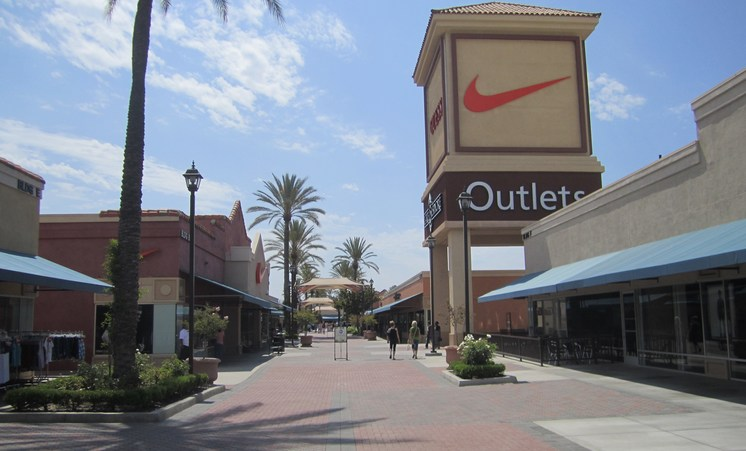 Lake Elsinore Outlets Inland Empire Day Trip