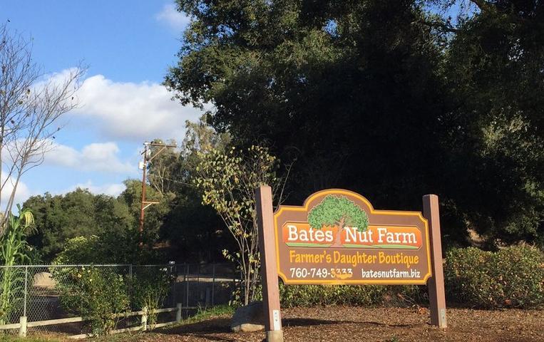 Bates Nut Farm Sign