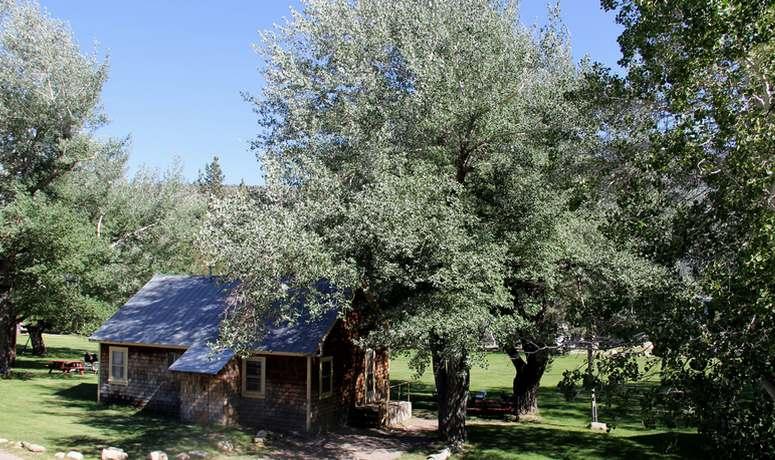 Twin Lakes Resort Cabin