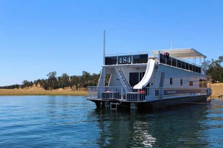 Lake Don Pedro Houseboat