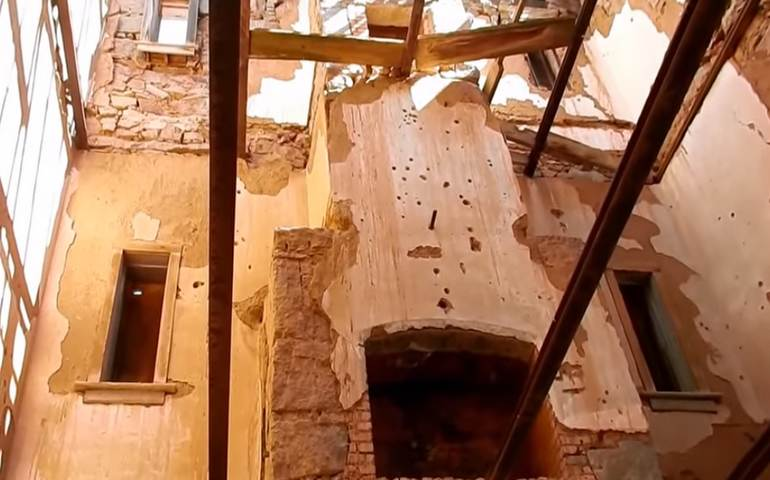 inside-stokes-castle