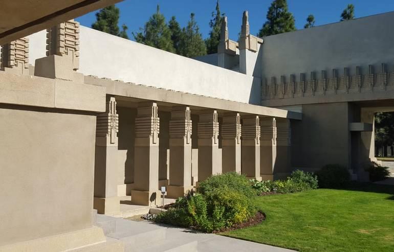 Hollyhock House Courtyard